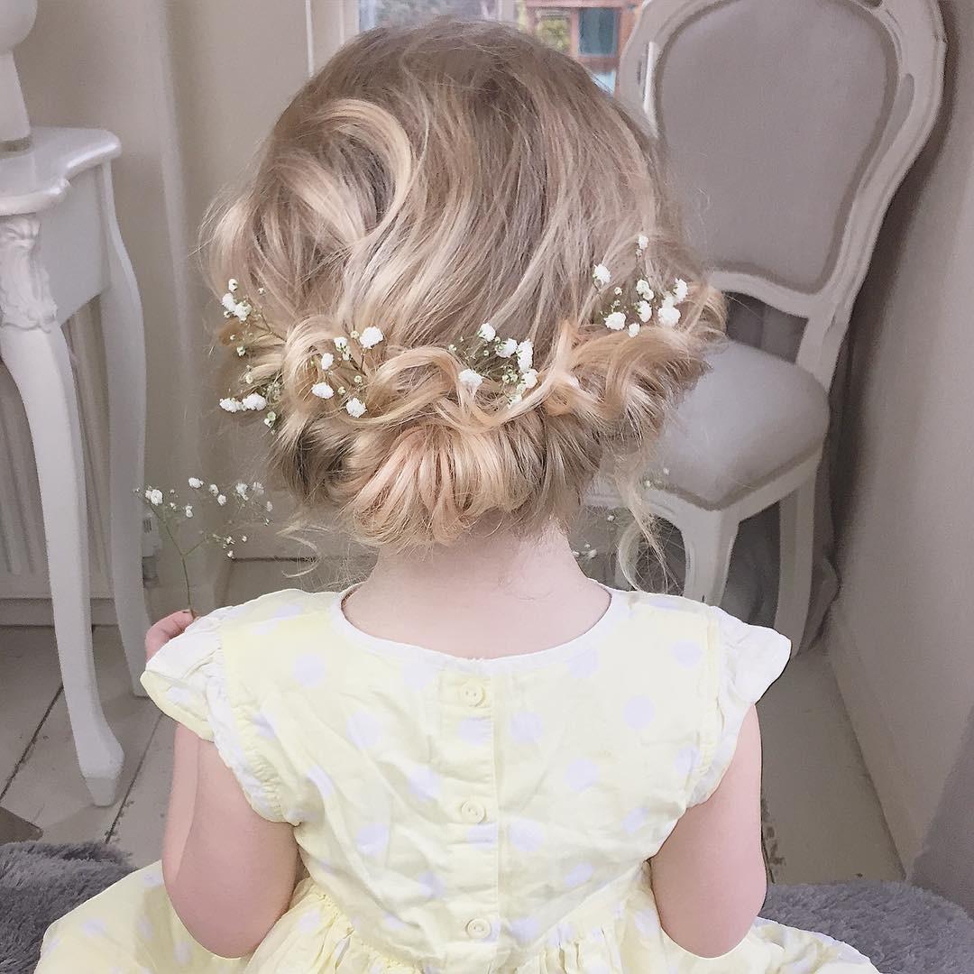 تسريحات شعر مع طوق ورد - الشعر الملفوف مع الورود