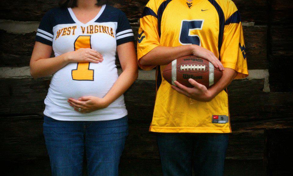 أفكار فوتوسيشن للحامل - صورة للحامل مع الفريق المفضل