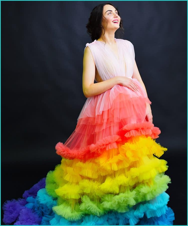 أفكار فوتوسيشن للحامل - فستان بألوان قوس قزح