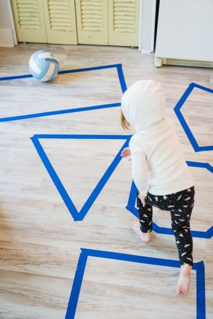 العاب حركية للأطفال عمر 4 سنوات - ألعاب الشريط اللاصق