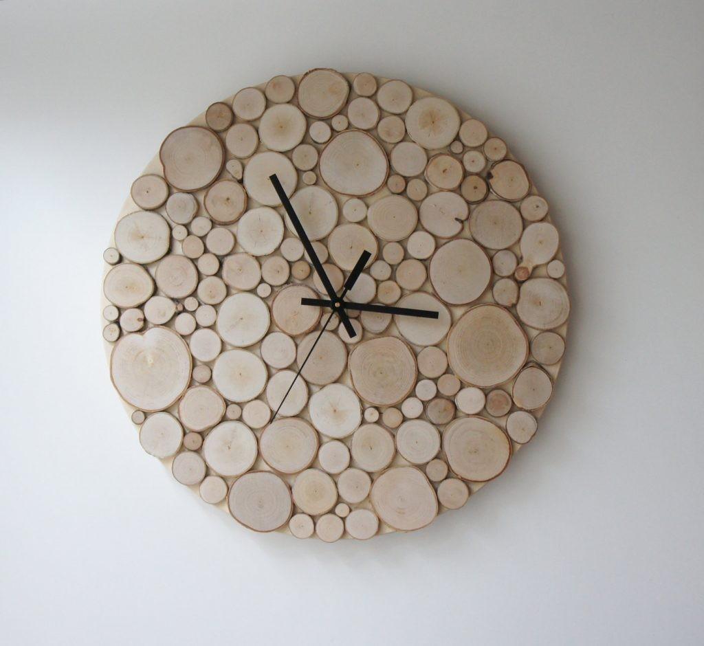 اشكال تحف خشبية مودرن - ساعة حائط من الألواح الخشبية