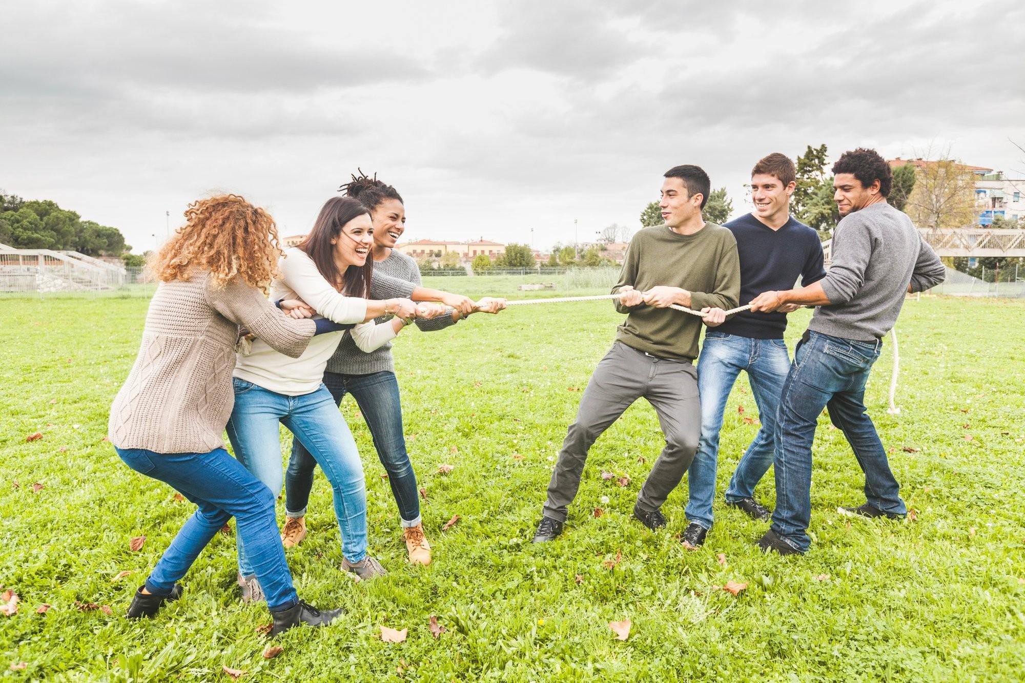 افكار مسابقات عائلية - لعبة شد الحبل