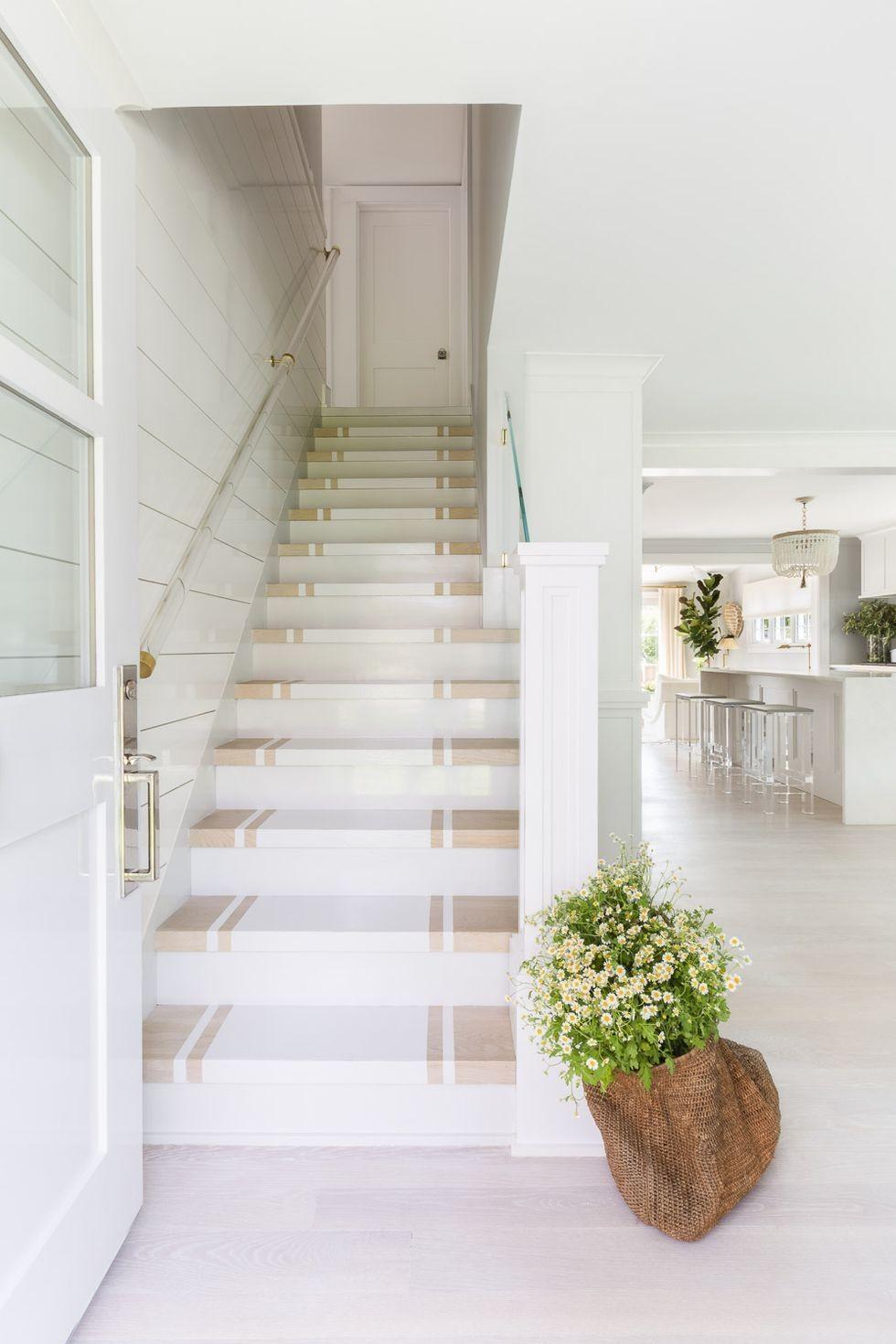 ألوان دهانات سلالم منازل داخلية - الأبيض مع الكريمي