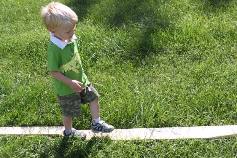 العاب حركية للاطفال عمر سنتين - منحنى التوازن