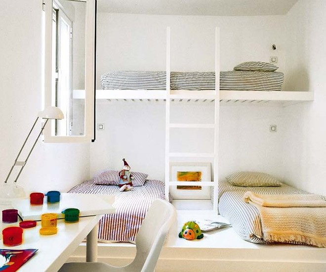 أشكال غرف نوم أطفال ثلاث سراير - سريرين منخفضين مع سرير علوي