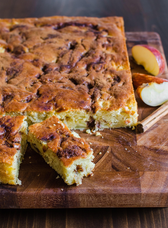 كيكة الزبادي 7 وصفات - كيكة الزبادي مع التفاح والقرفة