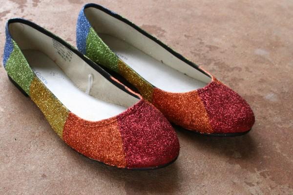 كيفية تزيين الأحذية بالاكسسوارات - تزيين الأحذية بالجليتر اللامع
