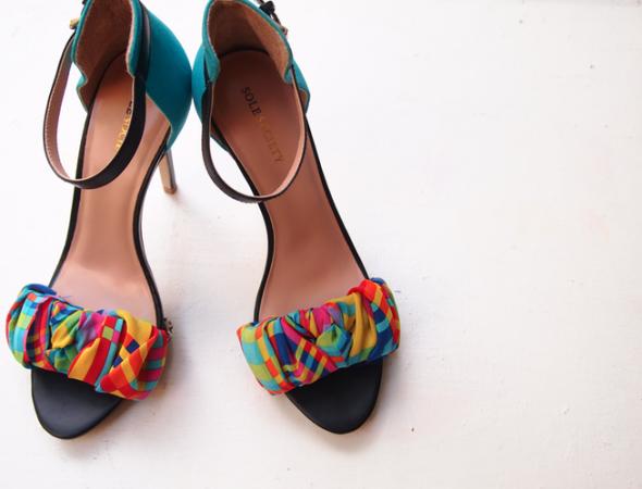 كيفية تزيين الأحذية بالاكسسوارت - تزيين الأحذية بشرائط القماش
