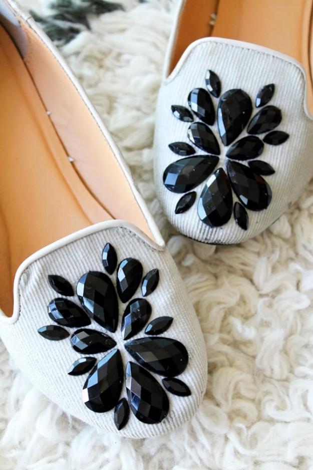 كيفية تزيين الأحذية بالاكسسوارات - تزيين الأحذية بالكريستالات الكبيرة