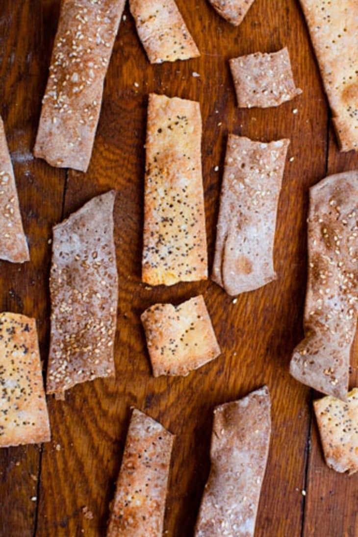 وصفات بدقيق الذرة - مقرمشات دقيق الذرة وجبن البارميزان