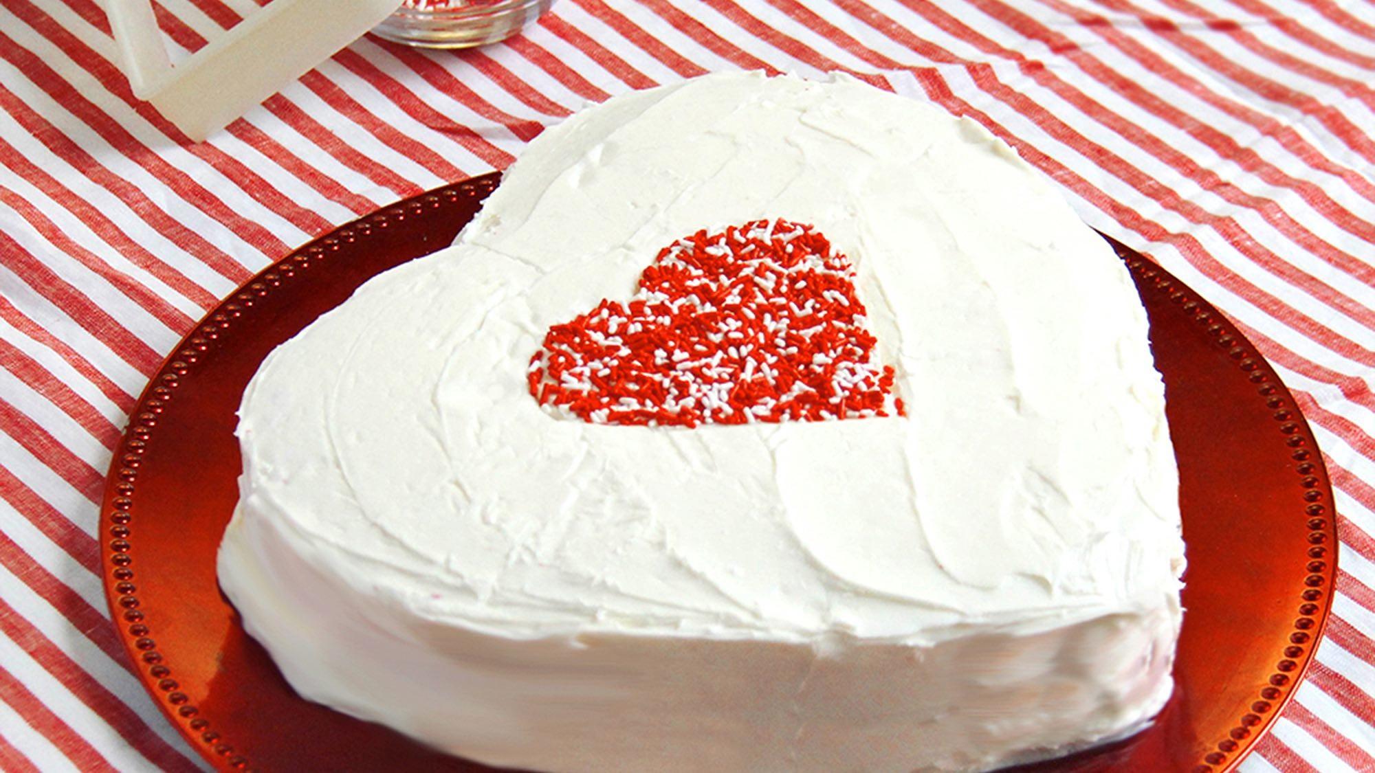 تورتة عيد الحب - تورتة بالكريمة على شكل قلب