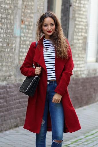تنسيق اللون الأحمر في ملابس الشتاء - البالطو الأحمر