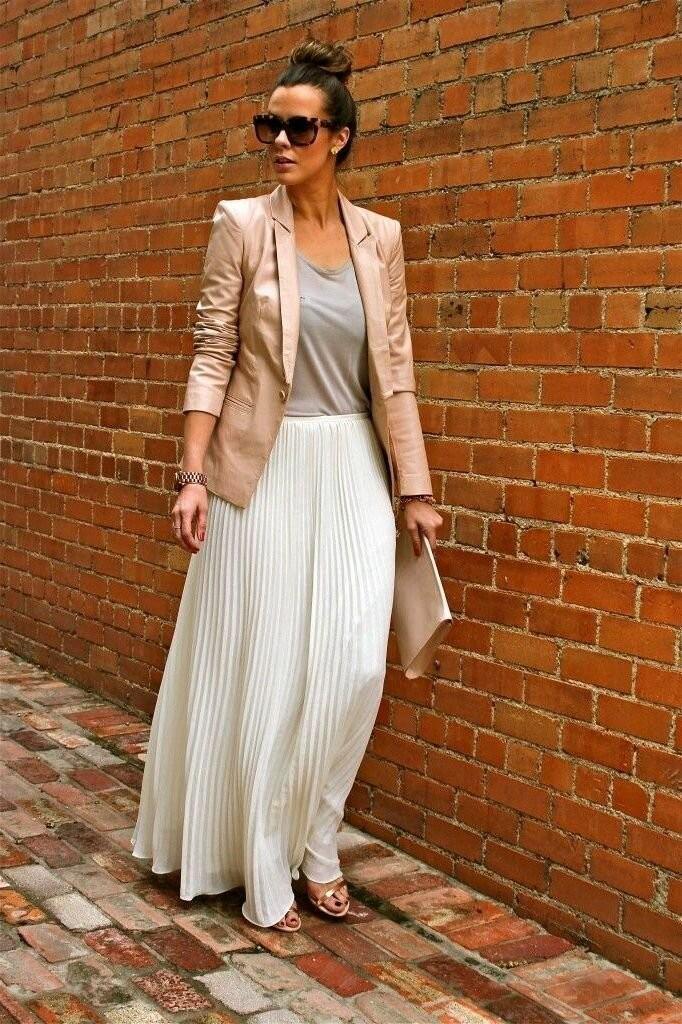 طرق لبس الجاكيت الجينز مع الجونلة - الجيبة البيضاء