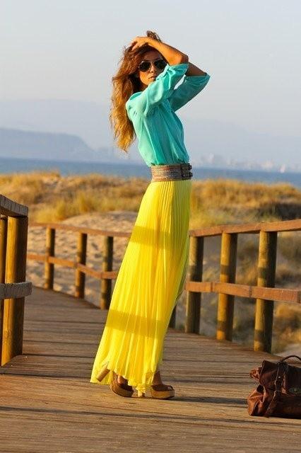 طرق لبس الجاكيت الجينز مع الجونلة - الجيبة الصفراء