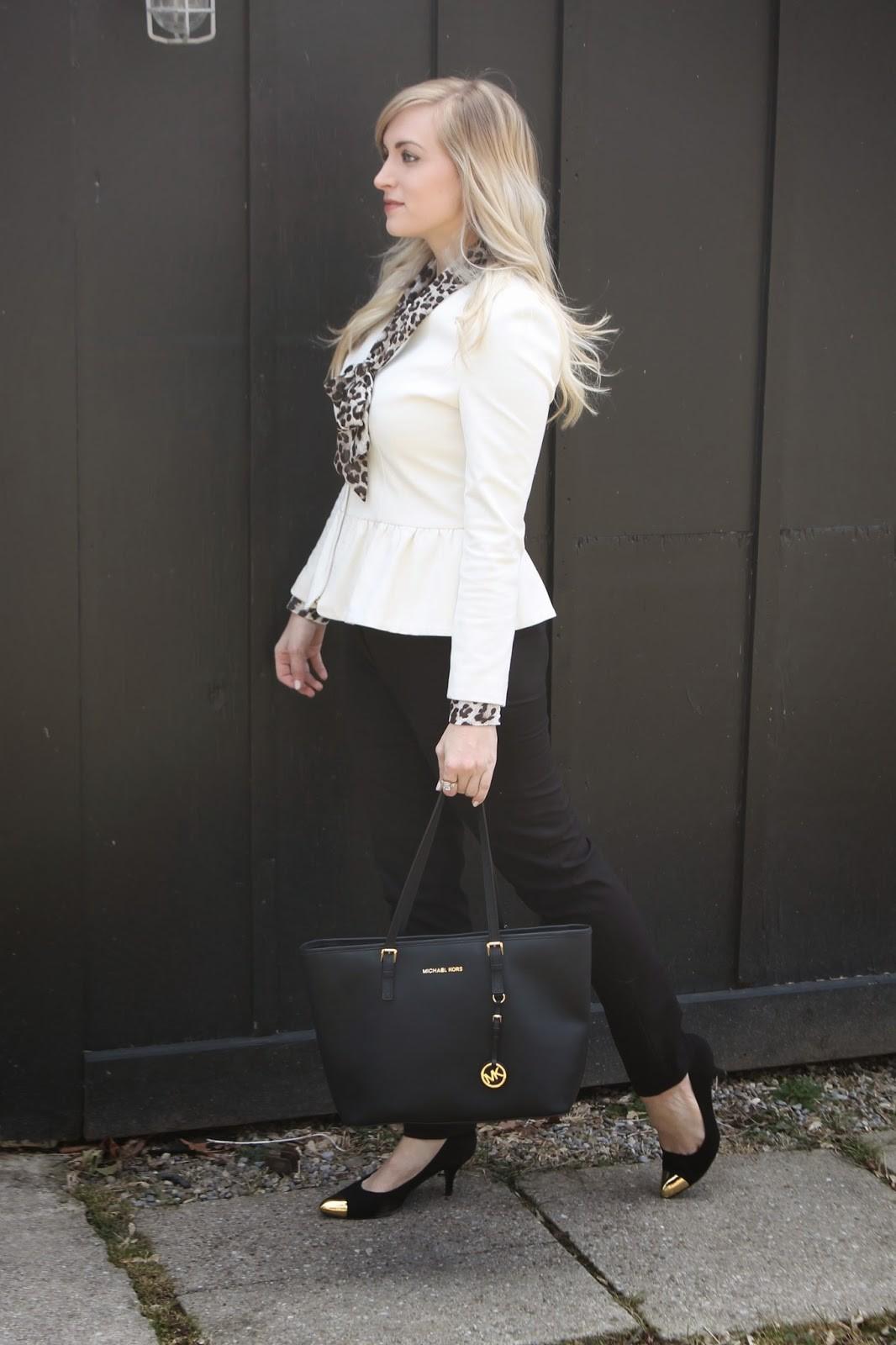 طرق ارتداء البليزر الملون لمظهر عملي - البليزر البيبلوم