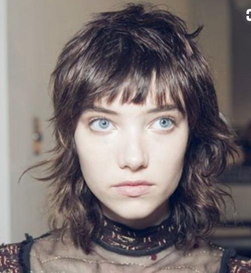 أنواع قصات الشعر وأسماؤها للنساء - الوجه البيضاوي