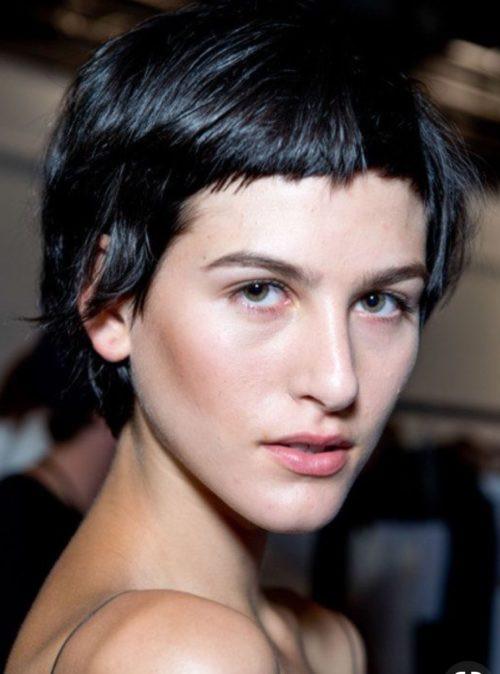 أنواع قصات الشعر وأسماؤها للنساء - الوجه الأشبه بشكل القلب