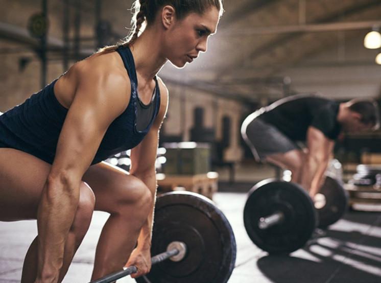 تمارين رياضية لزيادة الوزن - رفع أثقال