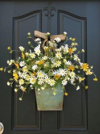 ديكور باب الشقة من الخارج - سلة زهور