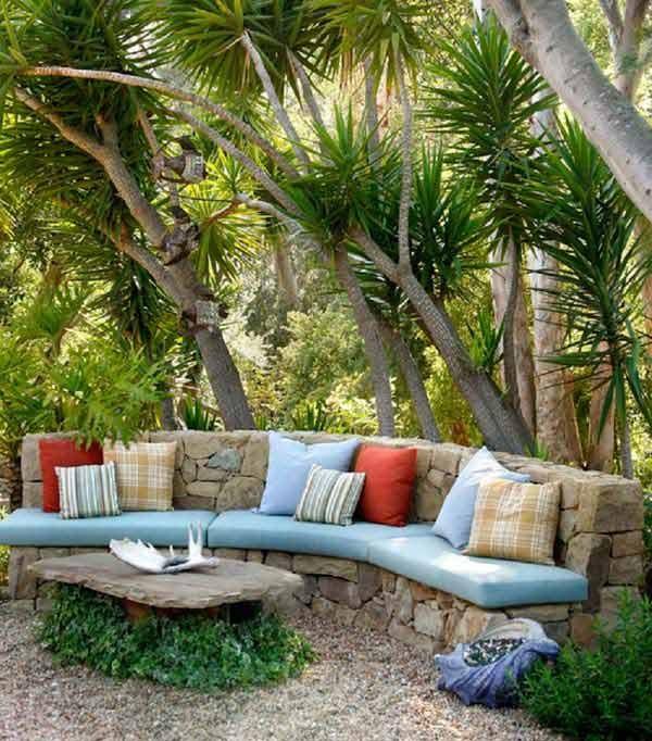 تصميم حديقة المنزل - كنبة من الحجارة