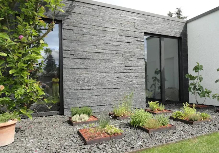 تصميم حديقة المنزل - حائط من الحجارة