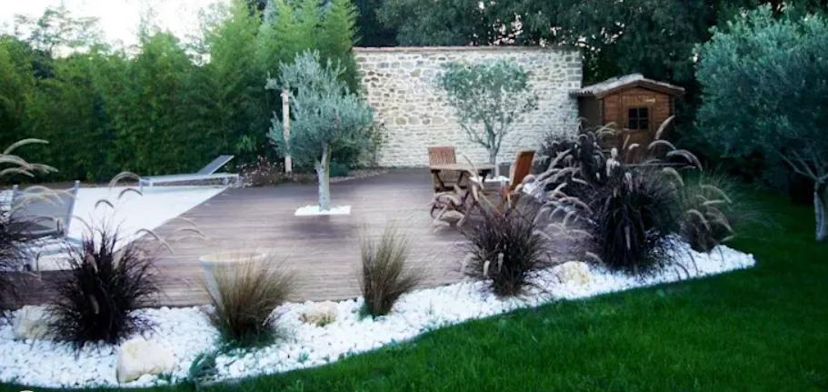 تصميم حديقة المنزل - حجارة بيضاء