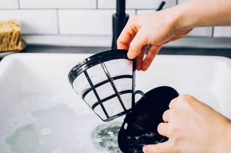 طريقة تنظيف ماكينة القهوة - الفلتر وسلة المشروب