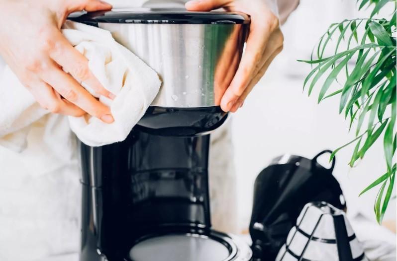 طريقة تنظيف ماكينة القهوة - تنظيف خارجي
