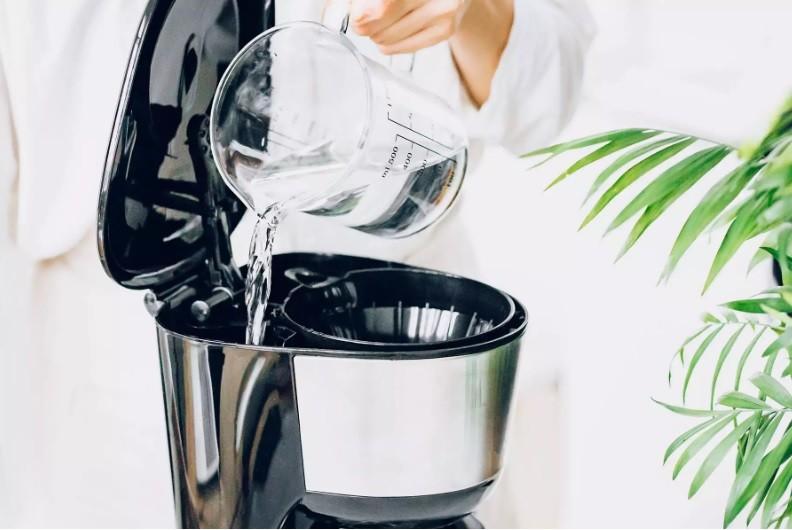 طريقة تنظيف ماكينة القهوة - التنظيف بالخل