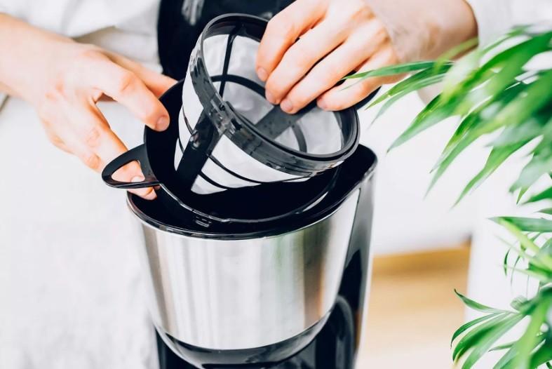 طريقة تنظيف ماكينة القهوة - فك اجزاء الماكينة