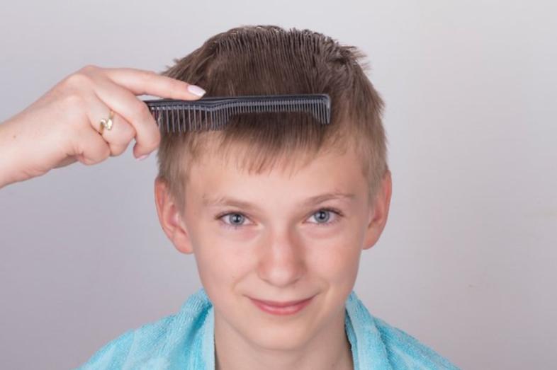 7 خطوات لقص شعر الأولاد - تقسيم شعر الطفل