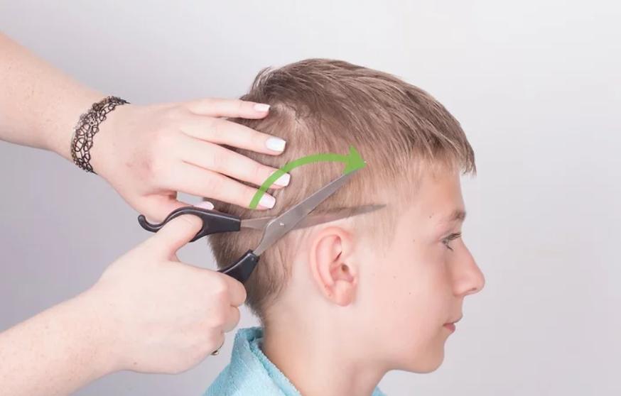 7 خطوات لقص شعر الأولاد - فص الشعر حول الاذنين