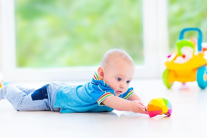 ألعاب الطفل في الشهر السابع - اللعبة ذات الوتر
