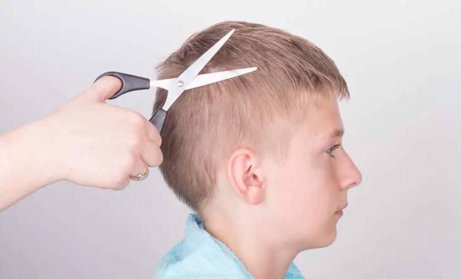 طريقة قص الشعر للأطفال - قص شعر الأولاد خطوة 3