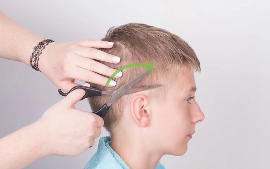 طريقة قص الشعر للأطفال - خطوة قص الشعر المحيط بالأذن