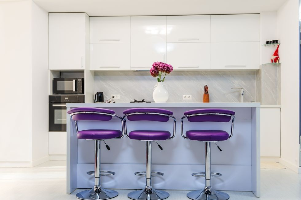 بالصور ديكورات للمطبخ باللون البنفسجي - كراسي بنفسجية
