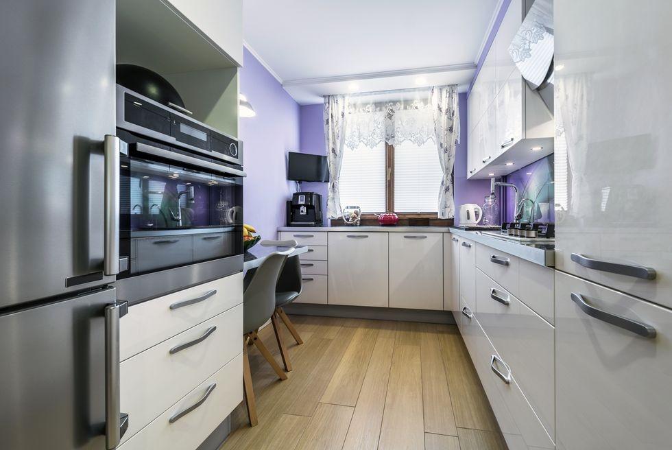 بالصور ديكورات للمطبخ باللون البنفسجي - حائط باللون الافندر