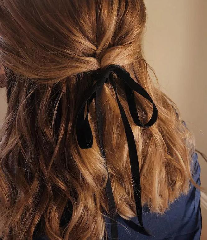 تسريحات شعر للعمل - لف الشعر إلى الخلف