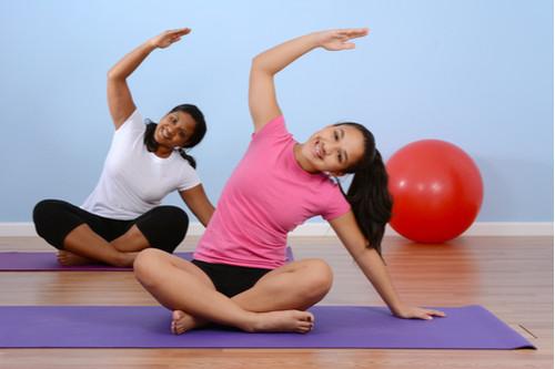 أشياء مفيدة للبنات المراهقات - ممارسة اليوجا والتأمل