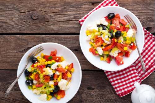 سلطات سهلة و لذيذة للعشاء - طريقة عمل سلطة الذرة بالجبن الفيتا