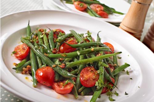 سلطات سهلة و لذيذة للعشاء - طريقة عمل سلطة الفاصوليا الخضراء بالطماطم