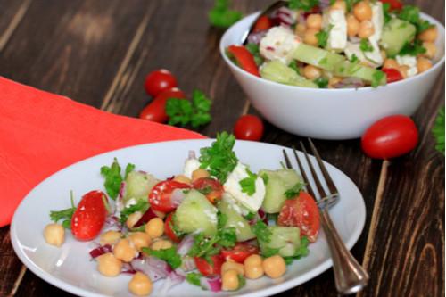 سلطات سهلة و لذيذة للعشاء - طريقة عمل سلطة الجريك سالاد بالحمص