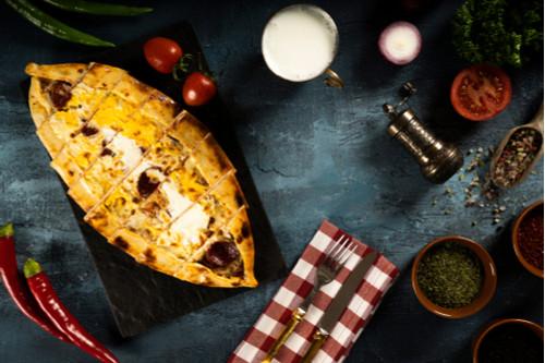 معجنات تركية - طريقة عمل الخبز المسطح التركي بالجبن والبيض