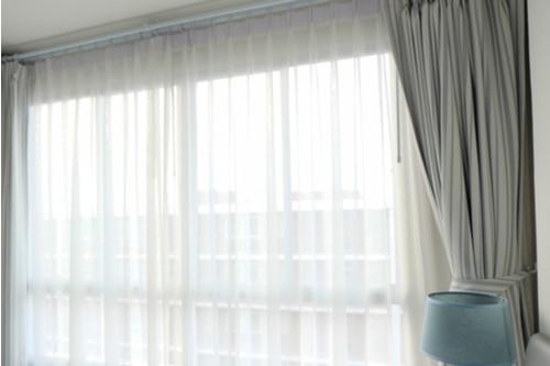 أشكال الستائر الصالون - الستائر متوسطة الشفافية