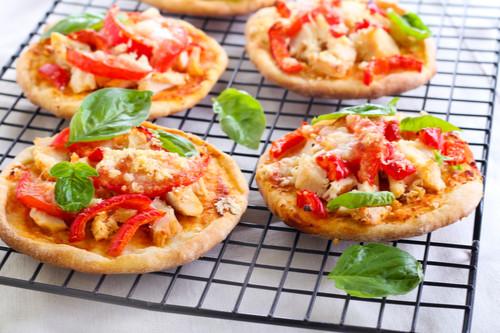 وصفات بالدجاج المفروم - طريقة عمل بيتزا الدجاج المفروم