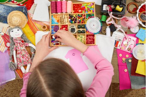 ألعاب تنمية المهارات العقلية للأطفال - الخياطة والأشغال اليدوية