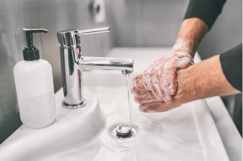 توصيات منظمة الصحة العالمية عن فيروس كورونا - غسل اليدين بالماء والصابون