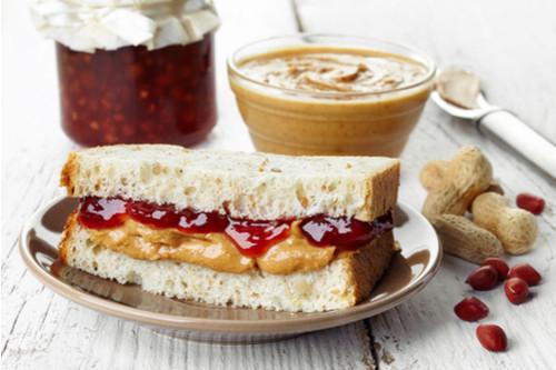 وصفات للزيادة في الوزن - طريقة عمل ساندويشات زبدة الفول السوداني والمربي