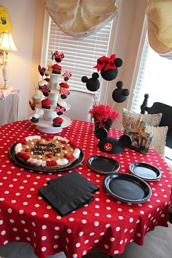 تزيين طاولة عيد ميلاد أطفال ـ تزيين الطاولة بالشخصية الكرتونية المفضلة لطفلك