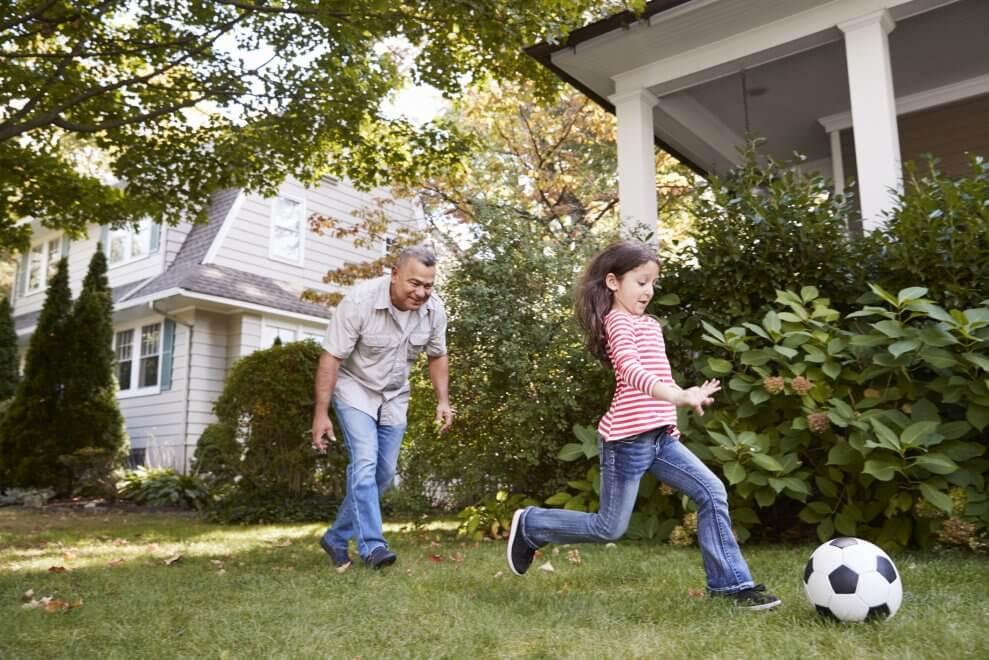 ألعاب حركية للأطفال والهدف منها ـ لعبة ركل الكرة